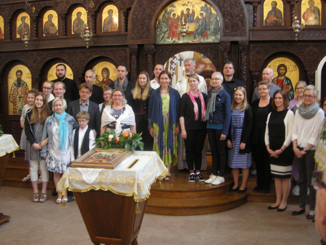 Kuoro yhteiskuvassa kirkossa